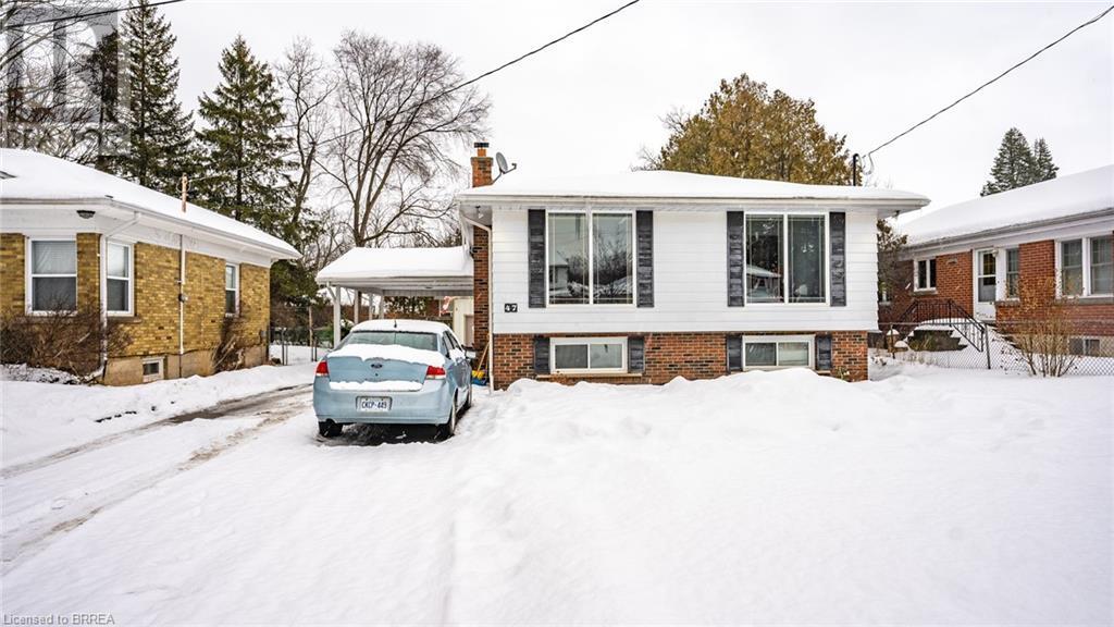 47 ROBINSON Avenue, brantford, Ontario